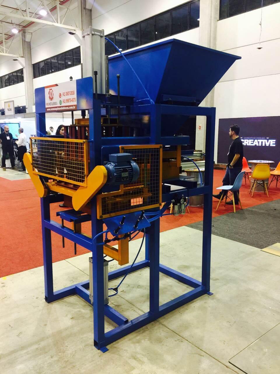 Maquina BL-3000 para fazer ate 3000 blocos por dia