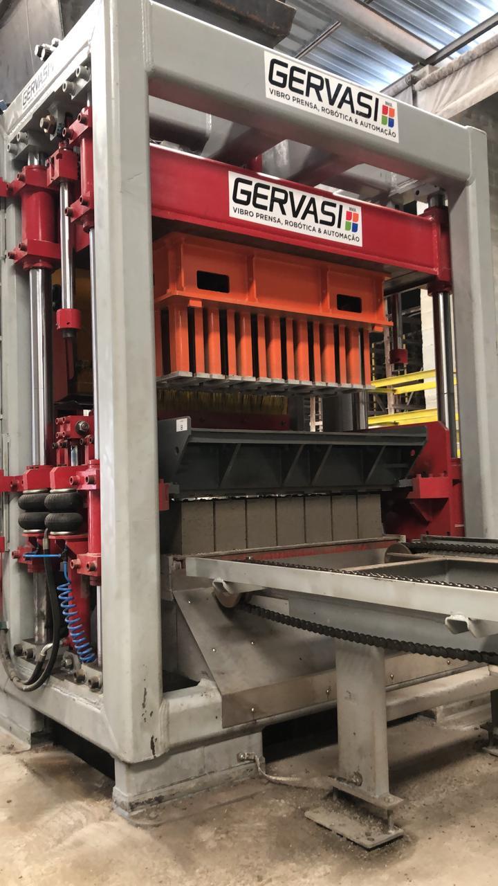 Máquina de blocos e pavers Gervasi Linha BX